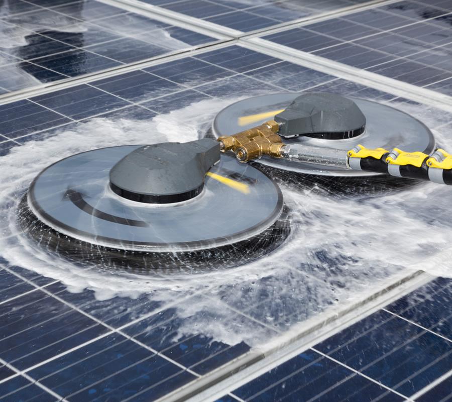 ソーラーパネル専用の洗浄機器ですので、とってもパワフル!