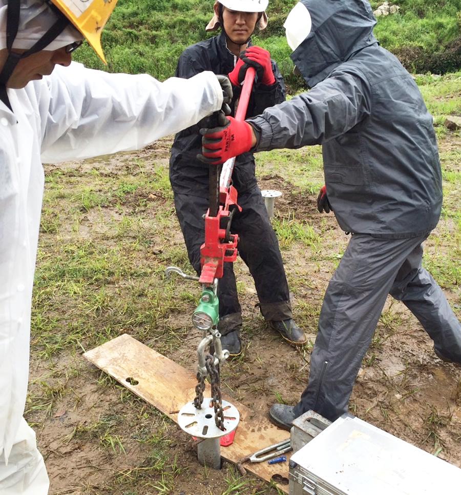 地盤の引き抜き強度を調査